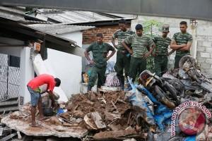 Atap Gedung Indonesia Menggugat runtuh, calon walikota tertimpa