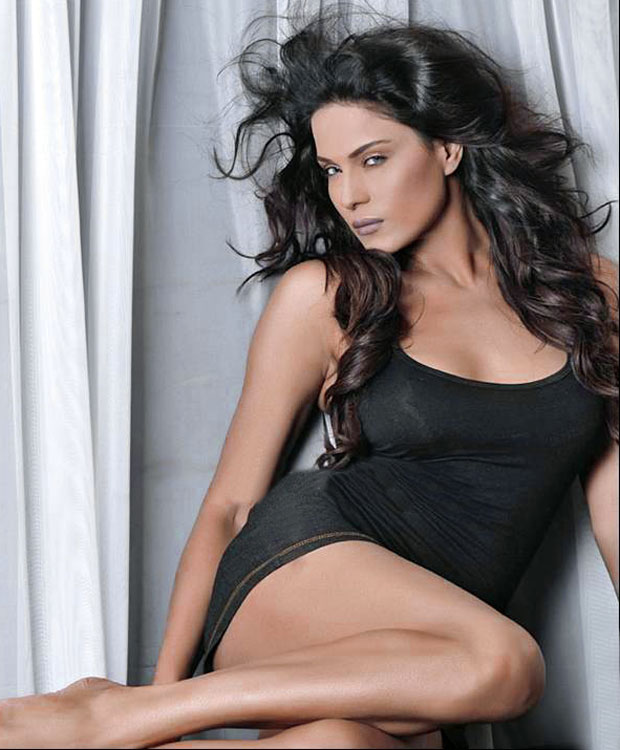 Veena Malik Fhm Magazine Photo Shoot  Veena Malik Hot -9339