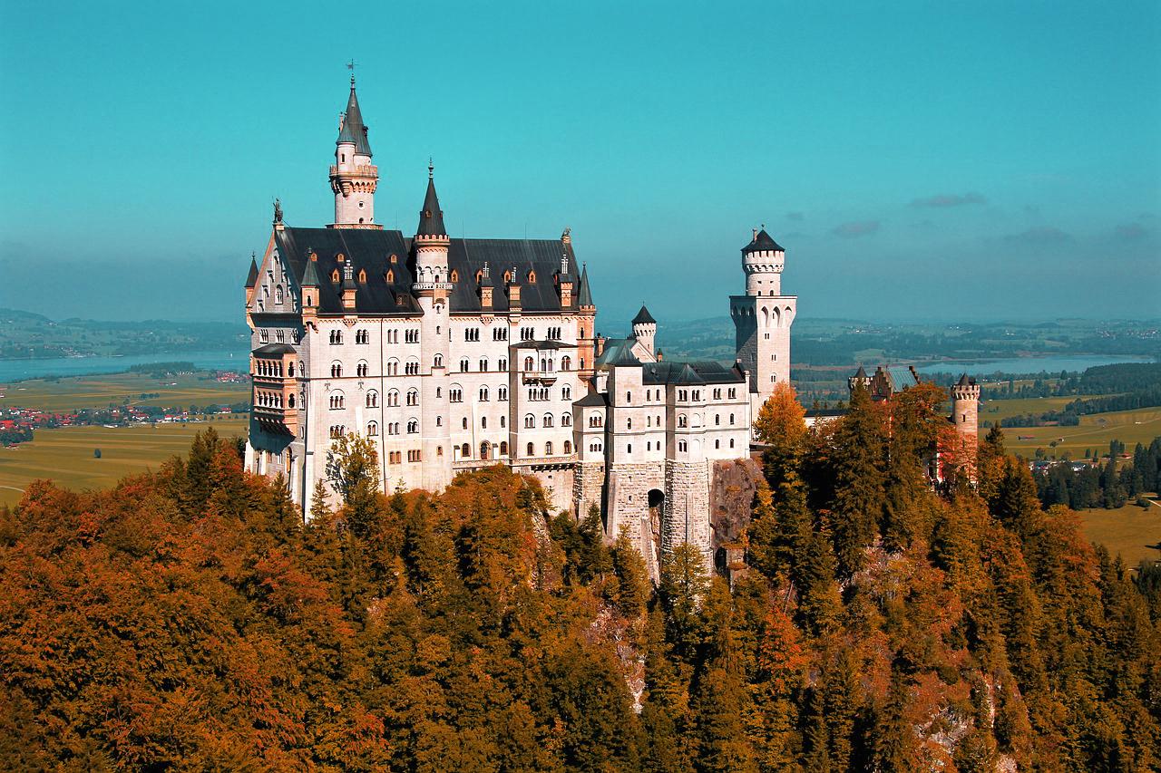 Zamek neuschwanstein w niemczech, bawaria