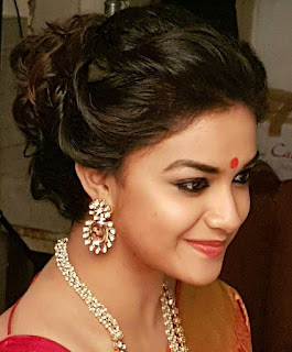 Keerthy Suresh in Saree with Cute and Awesome Lovely Smile in Mahaanati