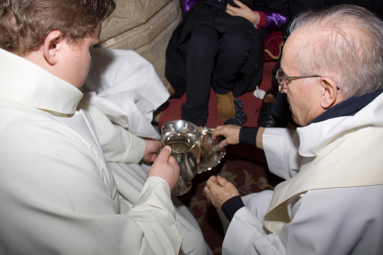 Blog de la Parroquia de Padrón: ¿Por qué el sacerdote lava los pies ...