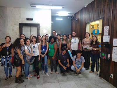 Biblioteca Octávio Barbosa recebe visita de estudantes da UFRJ