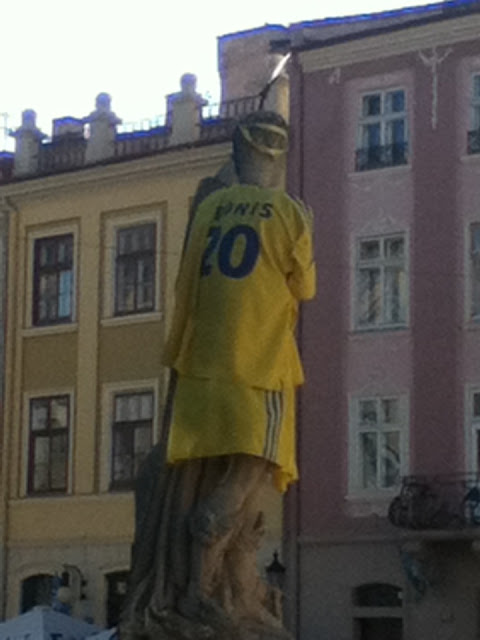 Lviv Statue in Ukraine shirt, Ukraine