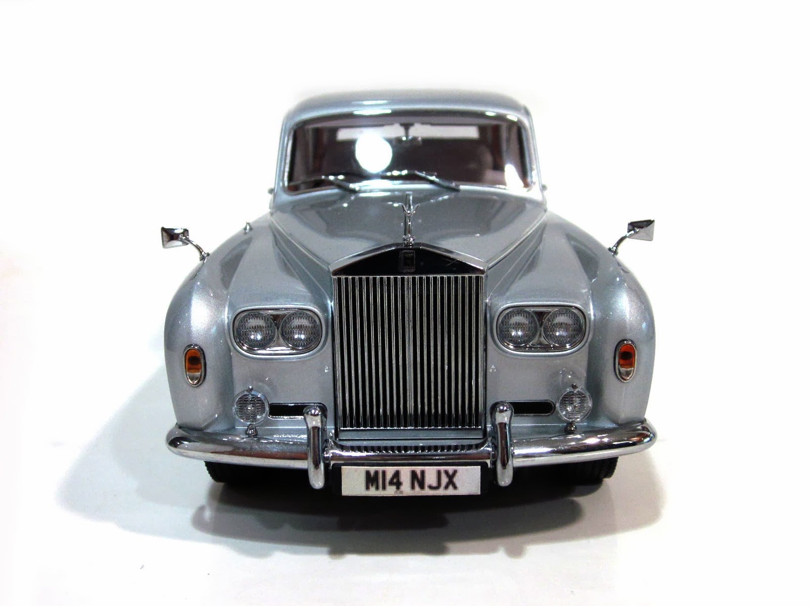 Rolls Royce Phantom V LWB '64 - Paragon Models