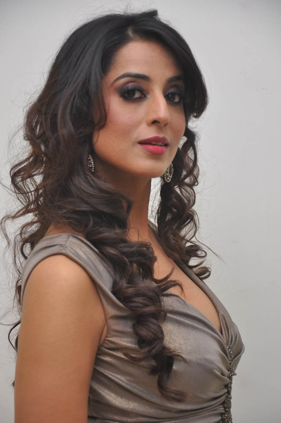 Mahie Gill Hot Gallery At Thoofan Movie Audio Launchlatest -1338