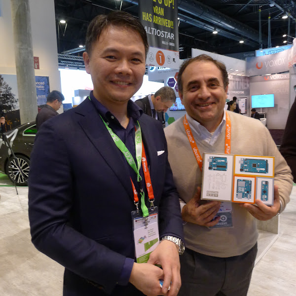 圖說:宏碁自建雲應用事業單位總經理王定愷(左)與Arduino執行長Federico Musto(右)。