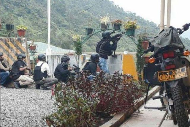Anggota Timsus Brimob Polda Papua dan sejumlah anggota Polres Tembagapura yang menembak ke arah kelompok kriminal bersenjata di Tembagapura