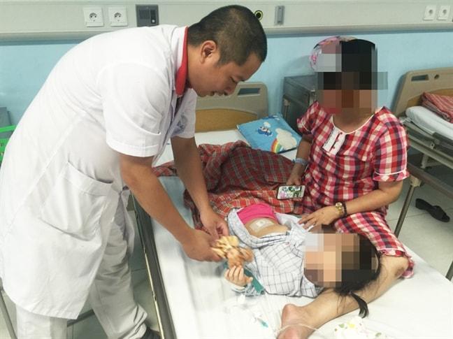 Cha mẹ lầm tưởng trẻ rối loạn tiêu hóa dẫn đến phải cắt bỏ buồng trứng vì bị hoại tử