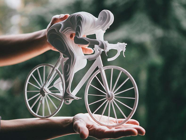 Atletas olímpicos elaborado a partir de capas de papel