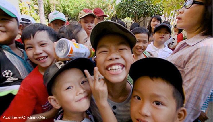 Niños filipinos abandonan videojuegos