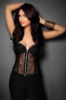 Esha Gupta Hot Pic