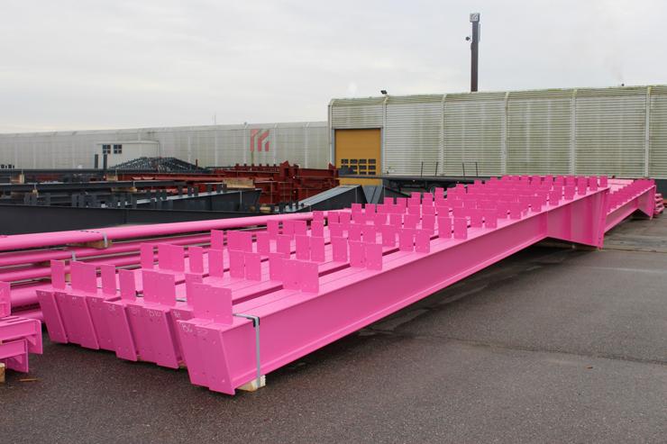Розовые стальные конструкции