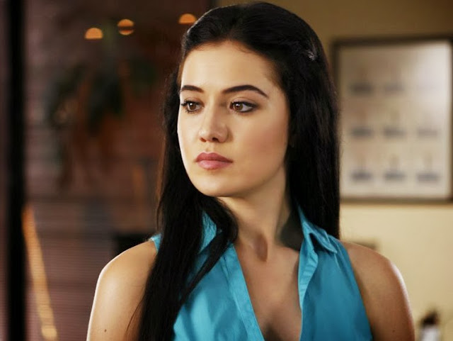 Fahriye Evcen Wallpapers Free Download
