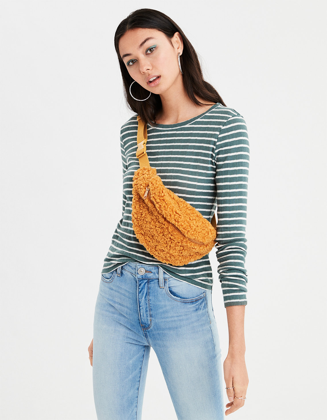 Show off those great jeans during the American Eagle Outfitters October 2018 promo :: Effortlessly with Roxy