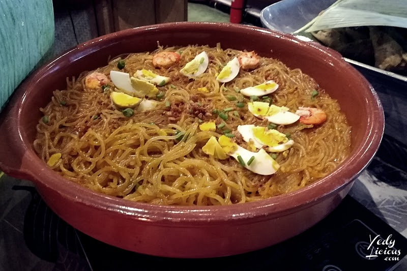Pancit Malabon Islas Pinas Buffet Blog Review. Islas Pinas Buffet A Food and Heritage Village by Manila's Famous Chef Margarita Fores, Islas Pinas Buffet Rates Promo Menu, Islas Pinas Buffet Address at Double Dragon Plaza Pasay City Metro Manila, Islas Pinas Blog Vlog Review YouTube Video by YedyLicious Manila Food Blog, Islas Pinas Buffet Filipino Cuisines and BalikBayan Pasalubong Center