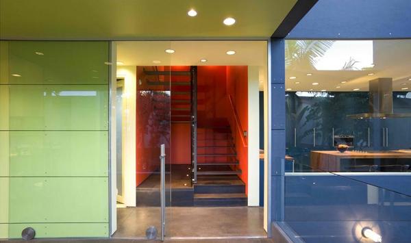 Pintu geser kaca kolam renang
