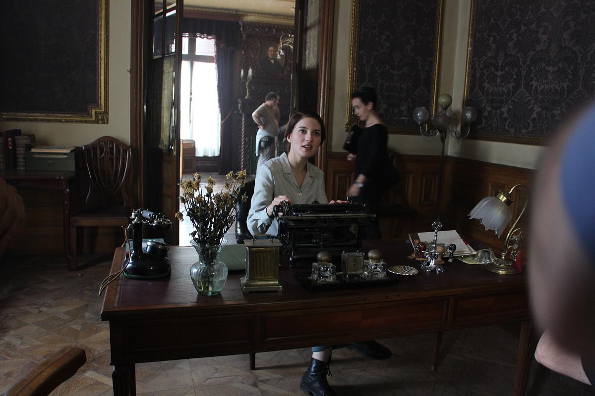 Una de las actrices durante el rodaje de la película en el palacete de la Finca Munoa