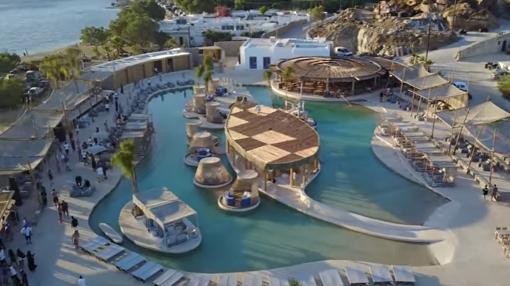 La piscina más grande de Europa de agua salada. La piscina de agua salada más grande de Europa. Mykonos (Grecia), club de playa SantAnna