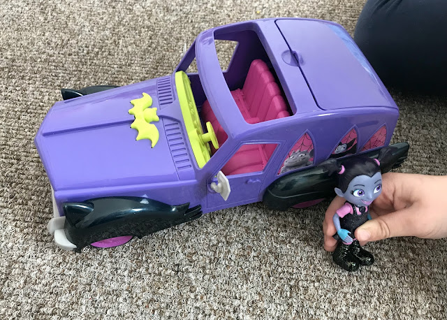 Vampirina Hauntleys car and doll