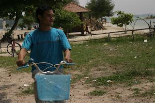 Menyusuri Pulau Tidung Cukup Dengan Bersepeda