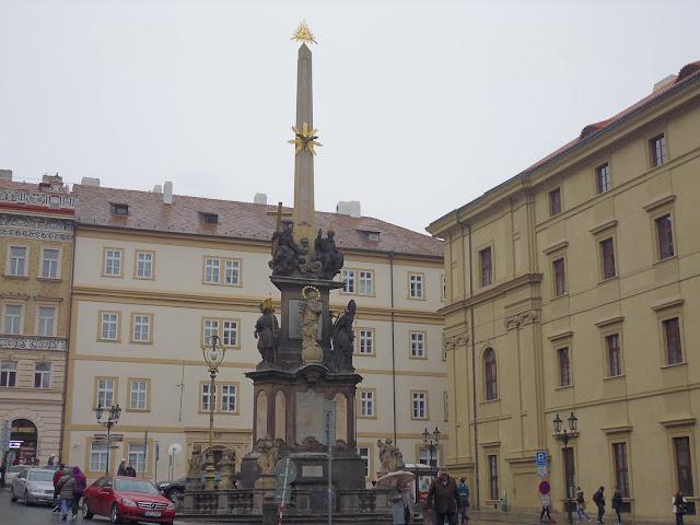 Plaza de la Ciudad Pequeña (Malostranské náměstí) (Praga) (@mibaulviajero)