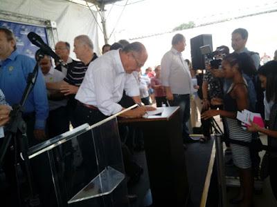 A diretoria da AMAR (Associação Amigos do Autista de Registro-SP) entregou um oficio ao Governador Geraldo Alckmin , solicitando se fosse possível a inclusão de um médico Neuropediatra na grade do novo hospital de Registro-SP .