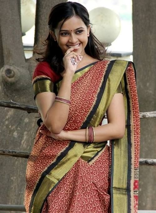 Actress Sri Divya's Hot & Spicy Images In Saree|Top 25-Spicy Photos|decide to go NO Glamour in Her Movies
