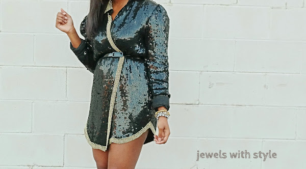 what to wear to a holiday party, sequin dress, black sequin dress, jewels with style, holiday outfits, what to wear to a christmas party, NYE outfit ideas, what to wear to new years eve party, sequin dress, black fashion blogger, christmas party dress, holiday party dress, holiday party outfit ideas, all black outfit