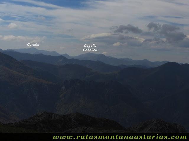 Circular Coañana Saleras: Vista del Cornón y Cogollu Cebolleu