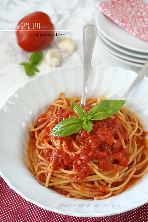 Spaghetti al sugo di pomodoro fresco ricetta semplice - fresh tomato sauce spaghetti recipe light vegan italian cuisine