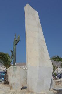 το μνημείο του Αφανούς Ναύτη στην Ερμούπολη