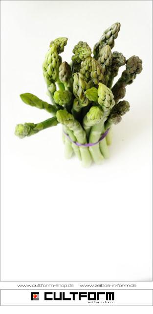 Grüner Spargel. Bärlauch als Pesto - Wunderwaffe für (fast) jedes Rezept