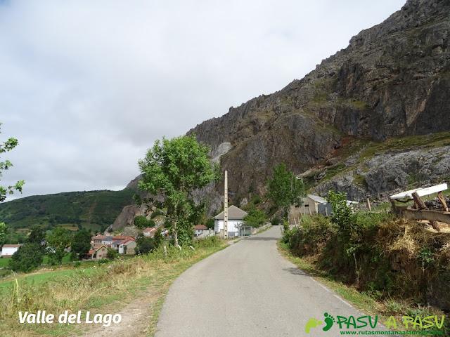 Ruta a Peña Chana: Valle del Lago