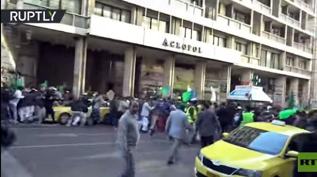 Tanpa Alasan, Fans Sepakbola Yunani Serang Parade Maulid Nabi