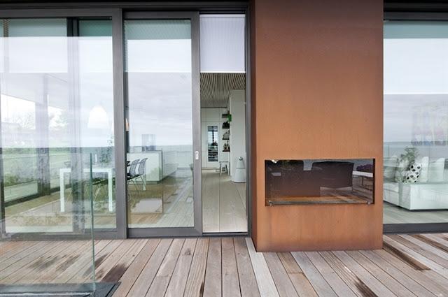 Lemari Rumah di Tepi Pantai