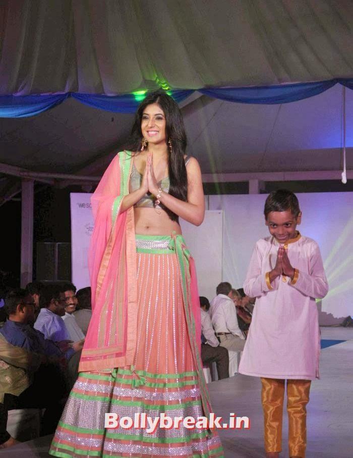 Kritika Kamra, Tv Babe Pics from Welingkar Fashion Show - Rashmi Desai, Vidya Malvade, Smita Bansal, Kritika Kamra