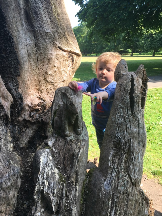 toddler-pointing-at-tree-sculpture