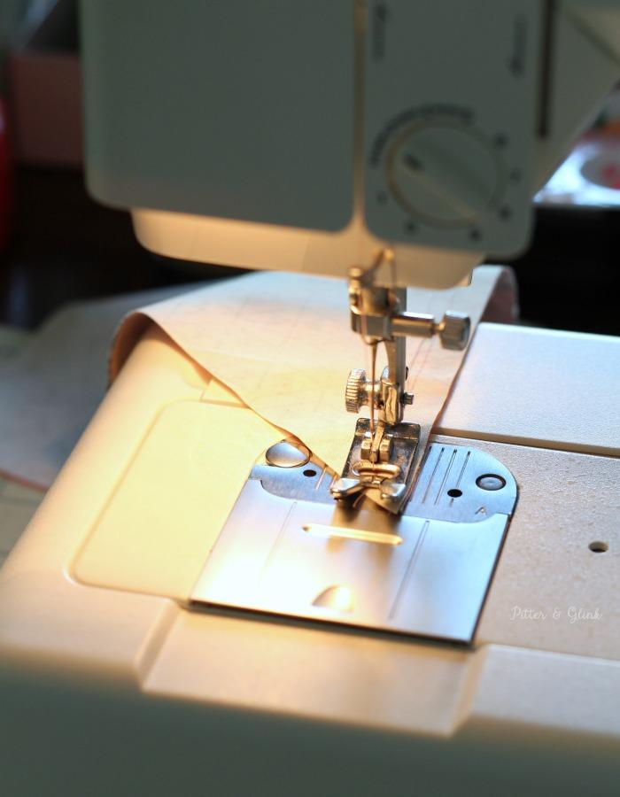 How to Sew a Personalized, Reversible Pet Bandana | pitterandglink.com