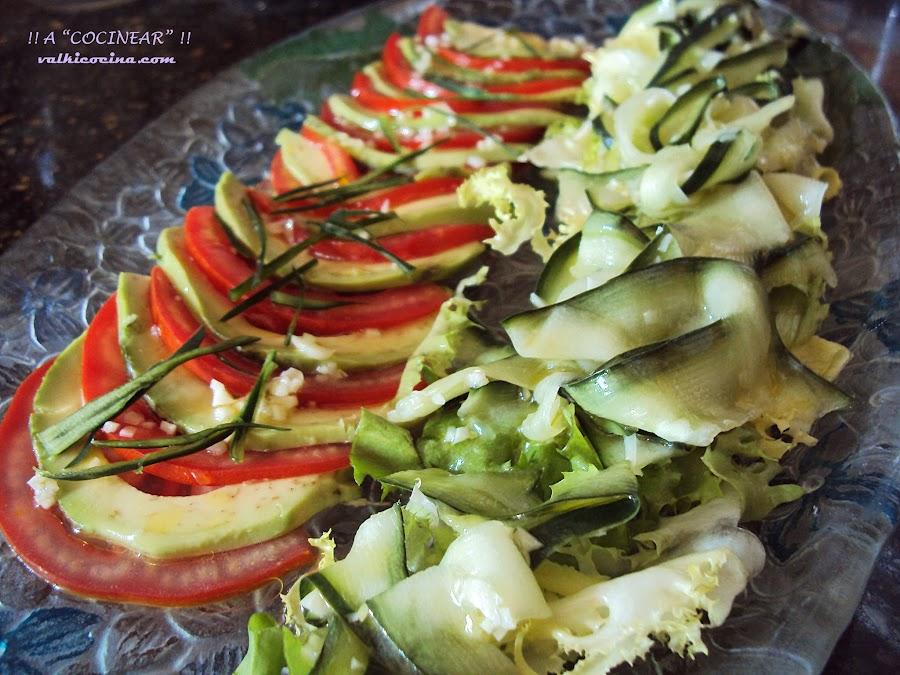 Ensalada de tomate, aguacate y pepino