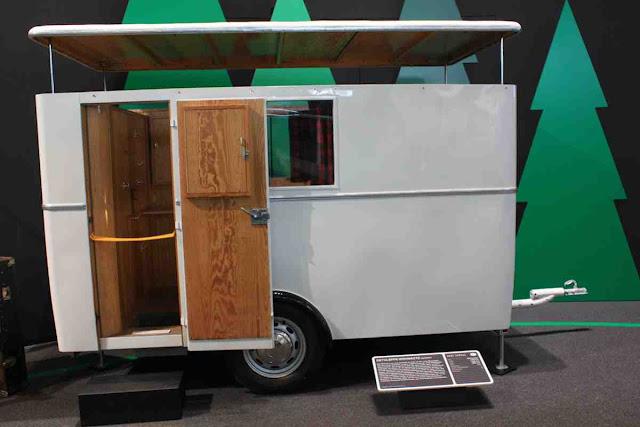 Ein Dethleffs Wohnauto von 1931 - Geschichte der Wohnmobil Reisen im Hymer Museum
