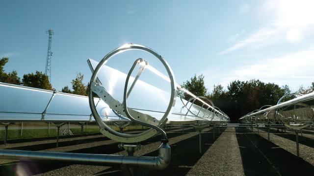 Physique jo centrale solaire for Miroir solaire parabolique