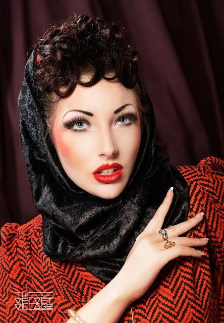 Vanessa Tiffany Smith, velvet vintage, vintage accessories,