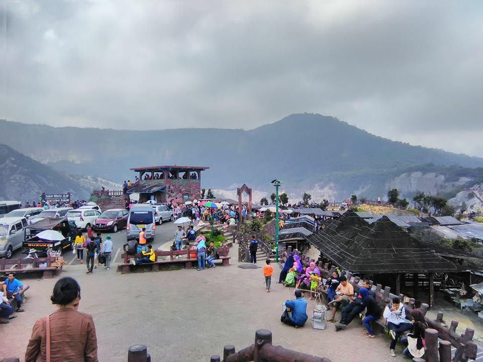 Tempat parkir gunung tangkuban perahu