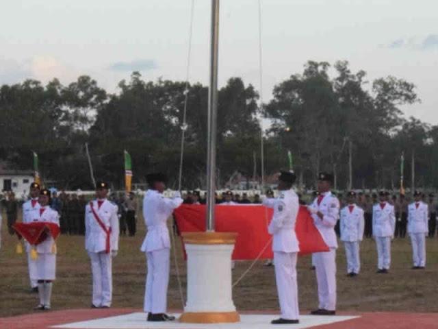 Kapolres MBD Pimpin Upacara Penurunan Bendera Merah Putih di HUT RI ke 73 di Tiakur