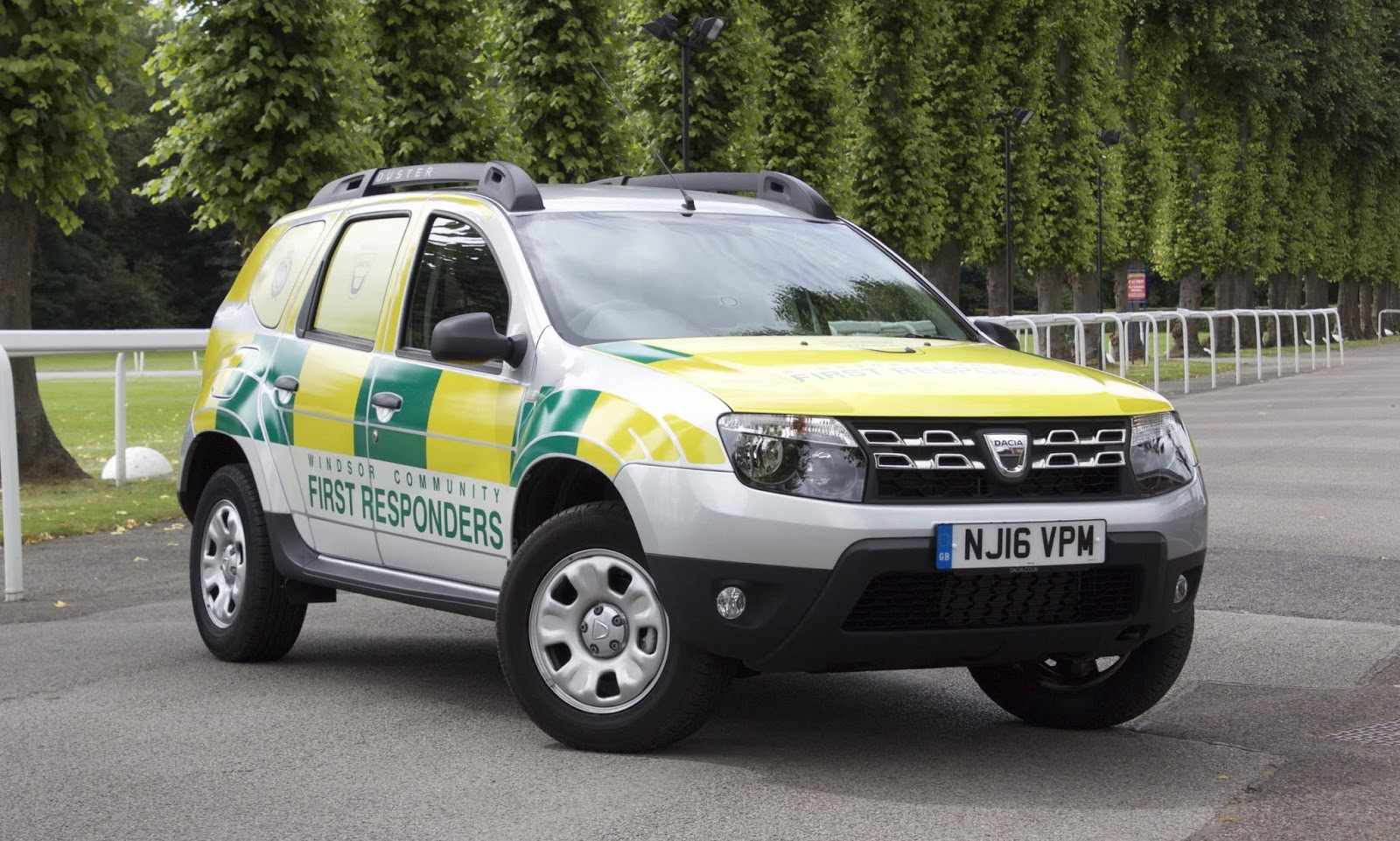 the motoring world dacia supports windsor community first responders with the loan of a dacia. Black Bedroom Furniture Sets. Home Design Ideas