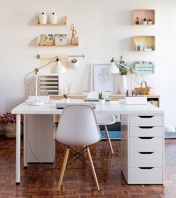 Trang trí bàn làm việc tại nhà tiện nghi