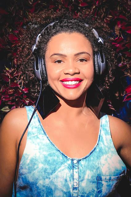 DJ Miria Alves cria projeto para ensinar LGBT's a mixarem.