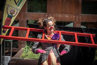 actriz raquel martínez, angosta di mente, clown, teatro de calle