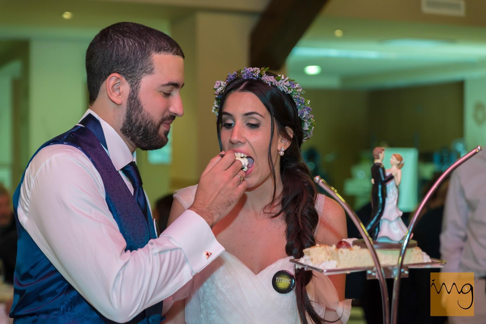 Fotografía de boda en el momento de la tarta