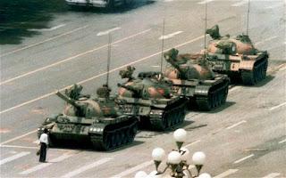 """""""El héroe desconocido de la plaza Tiananmen2"""""""
